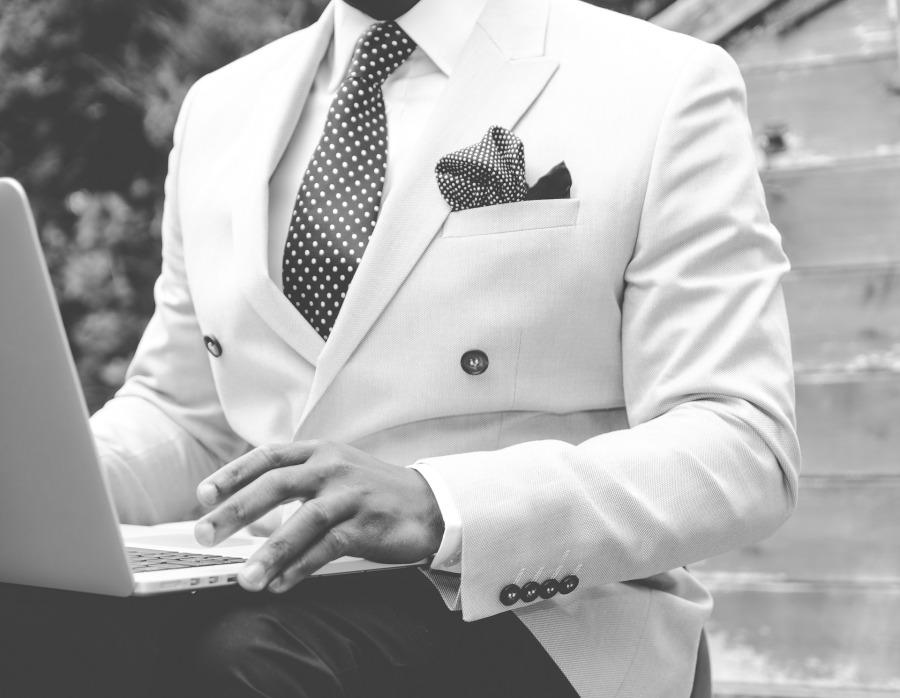 suit-869380_1920